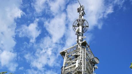Die Deutsche Telekom möchte am Neuhof bei Kaisheim einen neuen Mast für Mobilfunksendeanlagen bauen