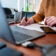Die Coroa-Regeln in Deutschland wurden verlängert: Der Lockdown gilt bis mindestens Mitte Februar. Arbeitgeber sollen mehr Homeoffice ermöglichen.