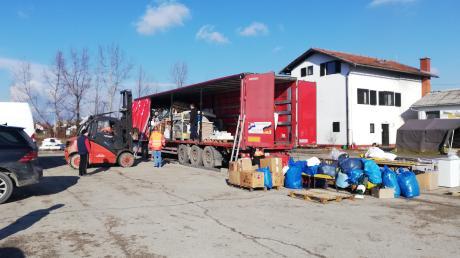 Mit diesem Schwerlaster fuhr Kristian Beljak nach Kroatien, um Hilfsgüter aus Nordschwaben  an Erdbebenopfer zu liefern.