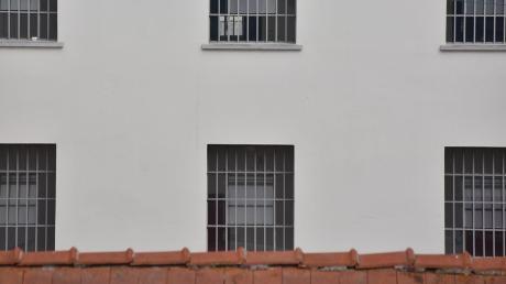 Zum Corona-Ausbruch in der Justizvollzugsanstalt Kaisheim herrscht nun weitgehend Klarheit.