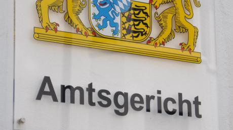 Am Amtsgerichts in Nördlingen musste sich ein Mann verantworten, weil er mit einer Schreckschusswaffe gedroht hat.