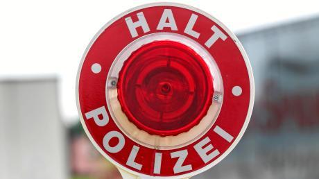 Was auf der B2 bei Monheim nach einem alltäglichen Verkehrsverstoß aussah, entwickelte sich für die Polizei zu einem größeren Fall.