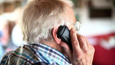 Auf einen Telefonbetrüger ist ein 66-jähriger Mann in Neusäß hereingefallen.