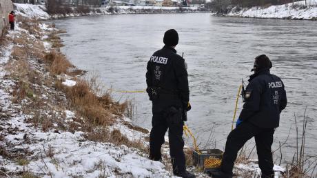 Die Ermittler der Polizei suchten intensiv nach dem Messer in der Donau. Die Ermittlungen sind nun fast abgeschlossen.