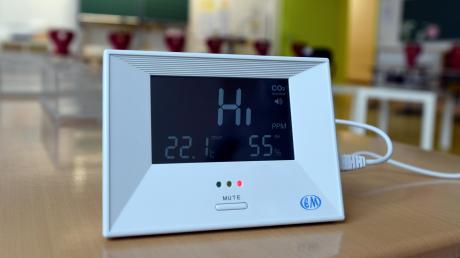 Solche CO2-Messgeräte könnten bald in vielen Klassenzimmern stehen. Sie zeigen an, wann die Räume gelüftet werden sollen.