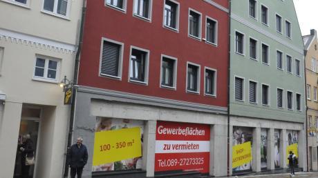 Das Gebäude des früheren Kultcafés Engel in Donauwörth wurde abgerissen und durch den Neubau Engelhof ersetzt (rotes Gebäude).
