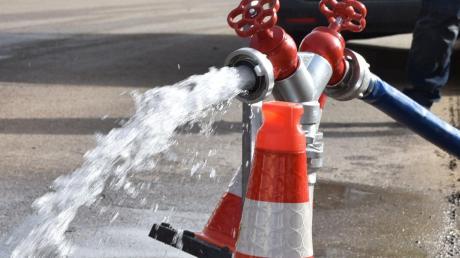 Eine Spezialfirma sucht in Wolferstadt nach weiteren Lecks im Trinkwasser-Leitungsnetz.