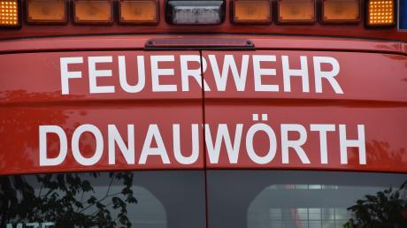 Mehrere Feuerwehren aus Donauwörth waren am Dienstagvormittag am Krankenhaus.