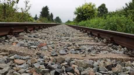 """Könnte auf diesen Schienen wieder regulärer Betrieb der Hesselbergbahn laufen? Die CSU hat dazu jetzt eine deutliche Ablehnung gezeigt: """"Wenig bis nichts"""" spreche dafür, so der Kreisvorsitzende Ulrich Lange."""