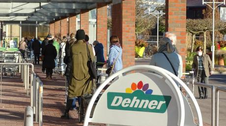 Sowohl in Rain, als auch in Donauwörth gab es gestern Schlangen von Wartenden an den Eingängen der Baumärkte und Gartencenter. Es war der erste Öffnungstag nach dem Lockdown.