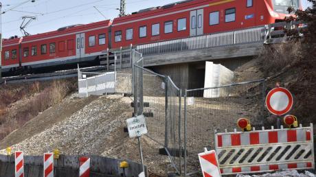 Die eigentliche Bahnunterführung für den Fuß- und Radweg nahe Weilheim befindet sich zwar an ihrem Platz, ist aber nicht benutzbar.