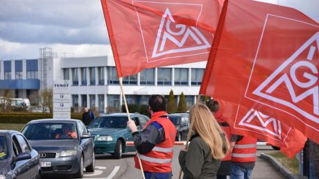 Beschäftigte von Fendt Caravan (Mertingen/Bäumenheim) und Airbus Helicopters (Donauwörth) machten am Freitag frühzeitig Feierabend.