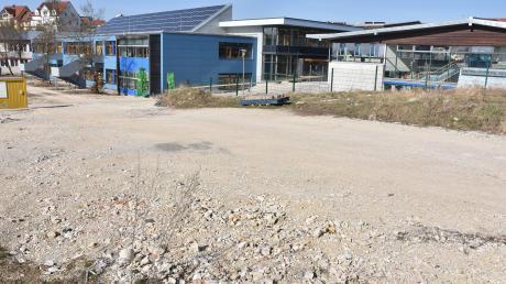 In diesem Bereich, dem bisherigen Rot-Kreuz-Garten, sollen Pausen- und Spielflächen für die Realschule in Wemding entstehen.