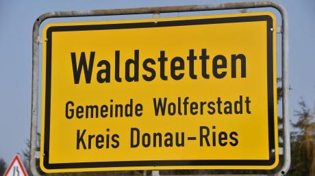 Waldstetten ist ein Ortsteil der Gemeinde Wolferstadt. Dort soll nun - erstmals - ein Gehsteig angelegt werden.