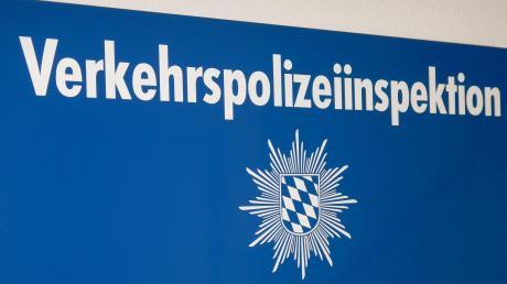 Die Verkehrspolizei in Donauwörth hat bei Harburg einen überladenen Lastwagen aus dem Verkehr gezogen.