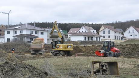 Es wird kräftig gebaggert im Baugebiet Pilzfeld m Tapfheimer Gemeindeteil Oppertshofen.