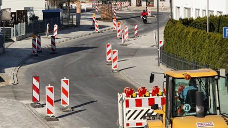 In Bäumenheim wird derzeit fleißig gebaut. In Kalenderwoche 16 muss die Hauptstraße voraussichtlich für zwei Tage gesperrt werden.