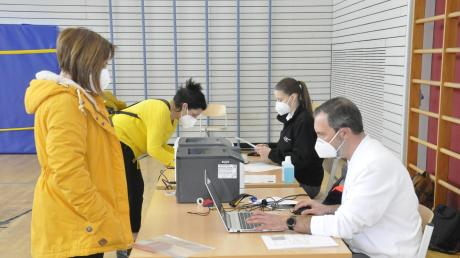 An der Grundschule in Riedlingen sowie in Deiningen finden derzeit Reihenimpfungen für Lehrer statt.