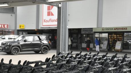 Am Kaufland-Parkplatz in Donauwörth hat sich ein Unfall ereignet. Das berichtet die Polizei.