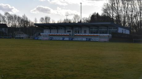 Der Sportplatz des TSV Bäumenheim war auch schon Ziel der Saatkrähen.