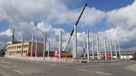 In Monheim haben die Bauarbeiten für eine Filiale der Drogeriemarktkette Müller begonnen.