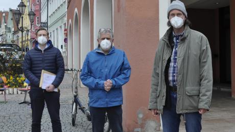 Sammeln Unterschriften für ein Bürgerbegehren: Die Donauwörther Christian Kanth, Johannes Thum und Thomas Lutz (von links).