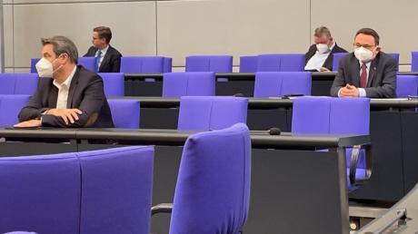 Bei der inzwischen als historisch bezeichnete Fraktionssitzung von CDU und CSU im Plenarsaal des Bundestages saß Ulrich Lange schräg hinter Markus Söder.