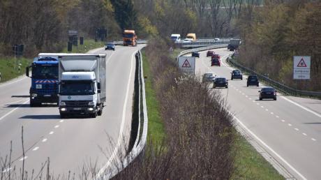 Auf diesem Abschnitt der B2 bei Donauwörth (Schellenberg-Umgehung) erwischt die Verkehrspolizei regelmäßig besonders viele Temposünder. Das zeigt die Blitzer-Bilanz für das Jahr 2020 im Donau-Ries-Kreis.