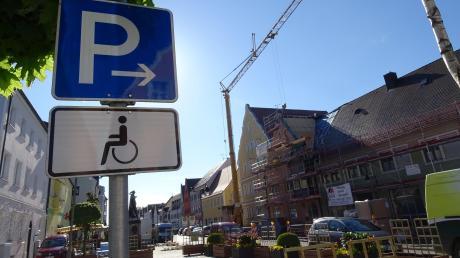 In der Rainer Hauptstraße gibt es 118 öffentliche Parkplätze. Insgesamt stehen in der Stadt Rain 1280 zur Verfügung.