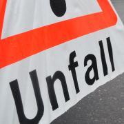 Die Polizei sucht nach dem Fahrer eines Kleintransporters, der am Freitag einen Unfall verursacht hat.