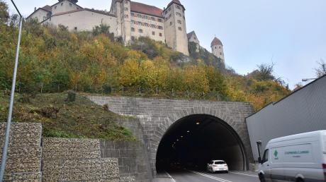 Ein Überholmanöver kurz nach den Harburger Tunneln war Ausganspunkt für einen Streit zweier Autofahrer.
