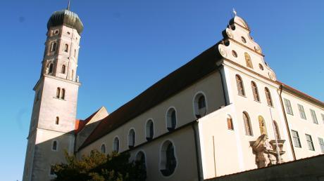 Der Kreistag diskutiert in seiner Sitzung am Montag darüber, ob das Kloster Mönchsdeggingen zu einem Geopark-Ries-Besucherzentrum umgebaut wird. Es liegt eine Machbarkeitsstudie vor. Der Kosten-Anteil des Landkreises läge demnach bei 18 Millionen Euro.