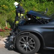 Diese beiden Autos sind am Freitag auf der B2 bei Donauwörth frontal zusammengestoßen. Verursacherin des Unfalls war eine 19-Jährige, die im rechten Wagen saß.