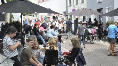 Gut angenommen wurde das Sonnenstraßenfest in Donauwörth, weil die Atmosphäre passte und das Wettermitspielte.