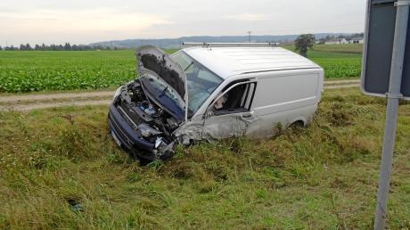 Diesen Van erfasste der Falschfahrer seitlich. Nach dem Unfall war die B 25 eineinhalb Stunden gesperrt.