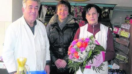 Bürgermeisterin Maria Mittl (Mitte) bedankte sich beim Ehepaar Hans und Hedwig Seifert für ihr jahrzehntelanges Engagement. Fotos: privat