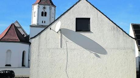 Das alte Jugend- und Pfarrhaus ist bald Geschichte. Foto: Bissinger