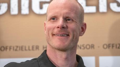 Eishockey-Bundestrainer Toni Söderholm brachte eine Glocke mit in die Kabine.