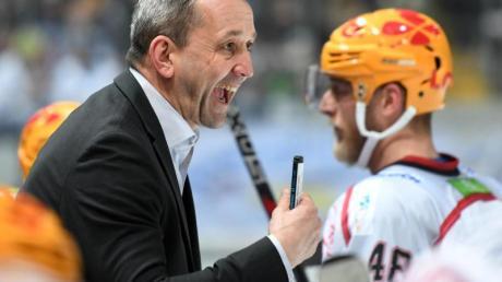Bremerhavens Trainer Thomas Popiesch kann sich über den Saisonstart freuen.