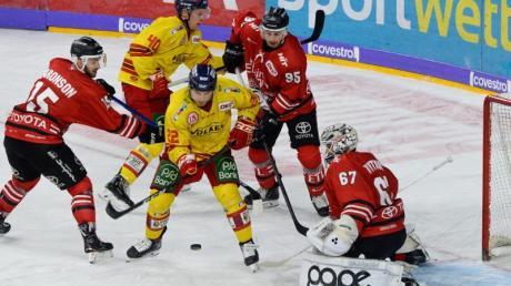 Die Kölner Haie mussten im rheinischen Derby die 15. Niederlage am Stück hinnehmen.