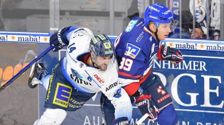 Die Adler erwiesen sich als zu stark für die Panther: Dustin Friesen (links) verlor mit dem ERC Ingolstadt in Mannheim (David Wolf) mit 1:4.