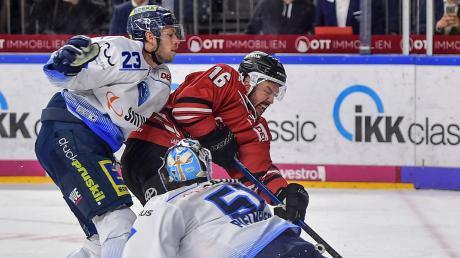 Der Mann des Tages: Panther-Goalie Timo Pielmeier und der ERC Ingolstadt gewannen in Köln mit 3:2 nach Penaltyschießen.