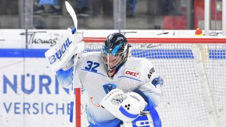 Musste viermal hinter sich greifen: Goalie Jochen Reimer konnte die 1:4-Niederlage des ERC Ingolstadt in Nürnberg nicht verhindern.