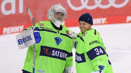 """Der """"Lehrmeister"""" und der """"Lehrling"""": Mit Michael Garteig (rechts) und Nico Daws (links) hat der ERC Ingolstadt zwei starke Torhüter mit einer klaren Rangordnung verpflichtet."""