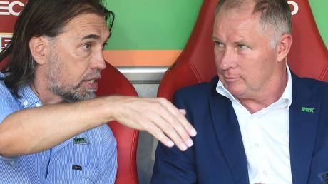 Zwischen Trainer Martin Schmidt (links) und Stefan Reuter gibt es viel Gesprächsbedarf.