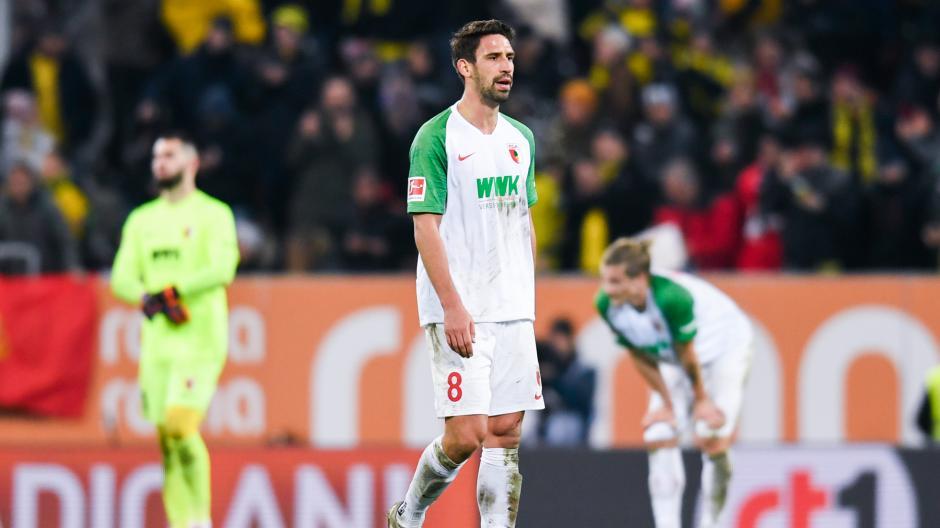 Die FCA-Spieler Tomas Koubek, Rani Khedira und Tin Jedvaj zeigten sich nach der Niederlage gegen den BVB sichtlich enttäuscht.