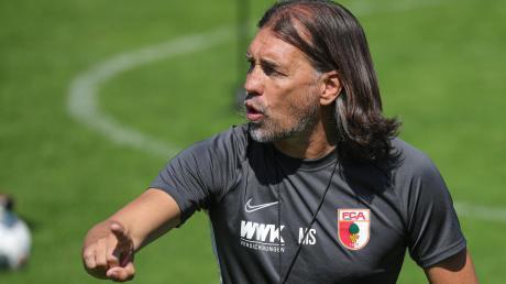 Das Trainingslager im Sommer 2019 ging Martin Schmidt voller Elan an. Er wollte beim FC Augsburg für neuen Schwung sorgen. Das ging nur sehr bedingt auf.