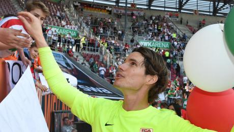 Vor zwei Jahren hat sich Marwin Hitz, der einst vom Vfl Wolfsburg kam, vom FC Augsburg verabschiedet. Nach fünf guten Jahren versuchte er sich am nächsten Schritt in seiner Karriere.