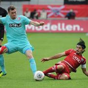 Um eine Grätsche nie verlegen: Almog Cohen (rechts) gehört beim FC Ingolstadt zu den Führungsspielern. Der zweikampfstarke Mittelfeldakteur aus Israel trifft mit den Schanzern am morgigen Sonntag zu Hause auf Dynamo Dresden.