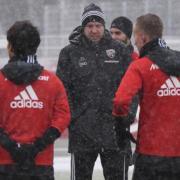 Vorbereitung unter erschwerten Bedingungen: Maik Walpurgis (Mitte) startete mit dem FC Ingolstadt gestern in die Vorbereitung.